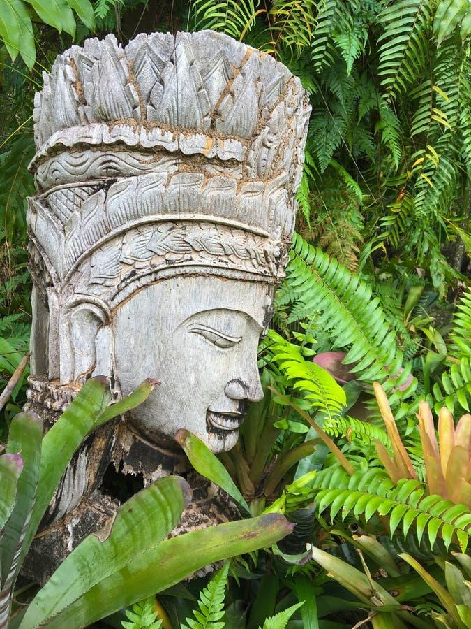Statua tailandese tradizionale in parco immagini stock libere da diritti