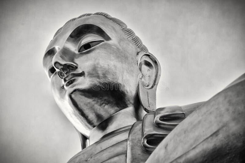 Statua Tailandia di Buddha del gigante, in bianco e nero fotografia stock libera da diritti