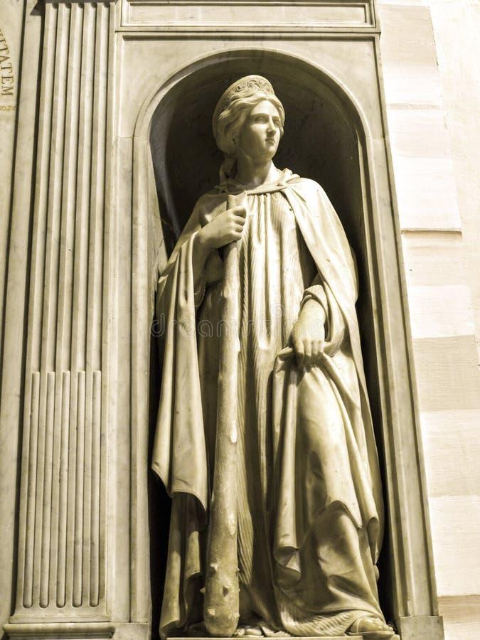 Statua w kościół Gesà ¹ lokalizuje w piazza Del gesà ¹ w Rzym fotografia stock
