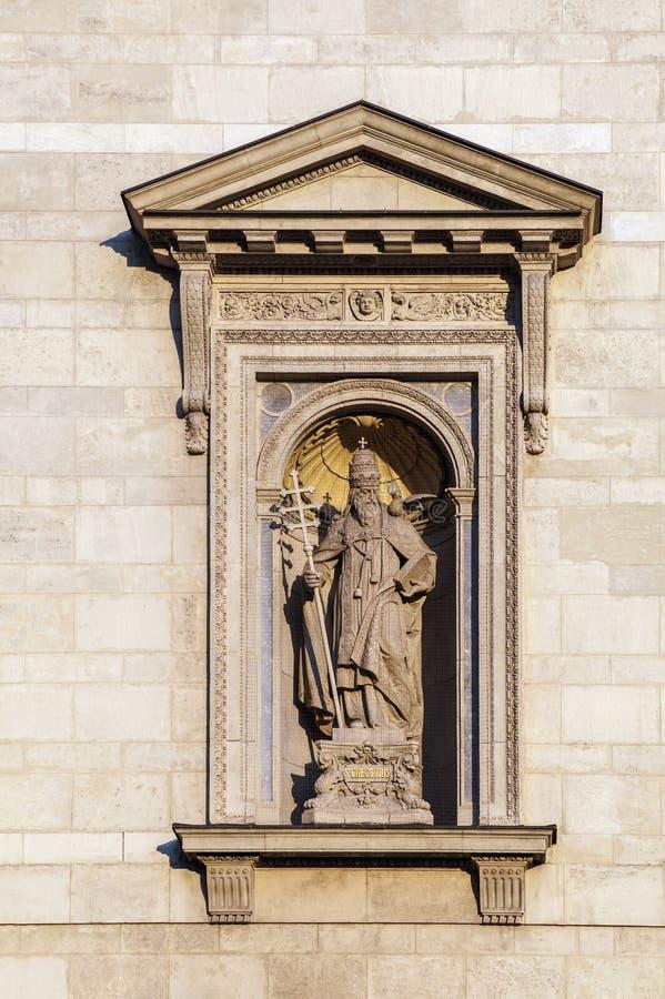Statua w niszie St Stephen bazylika w Budapest obraz stock
