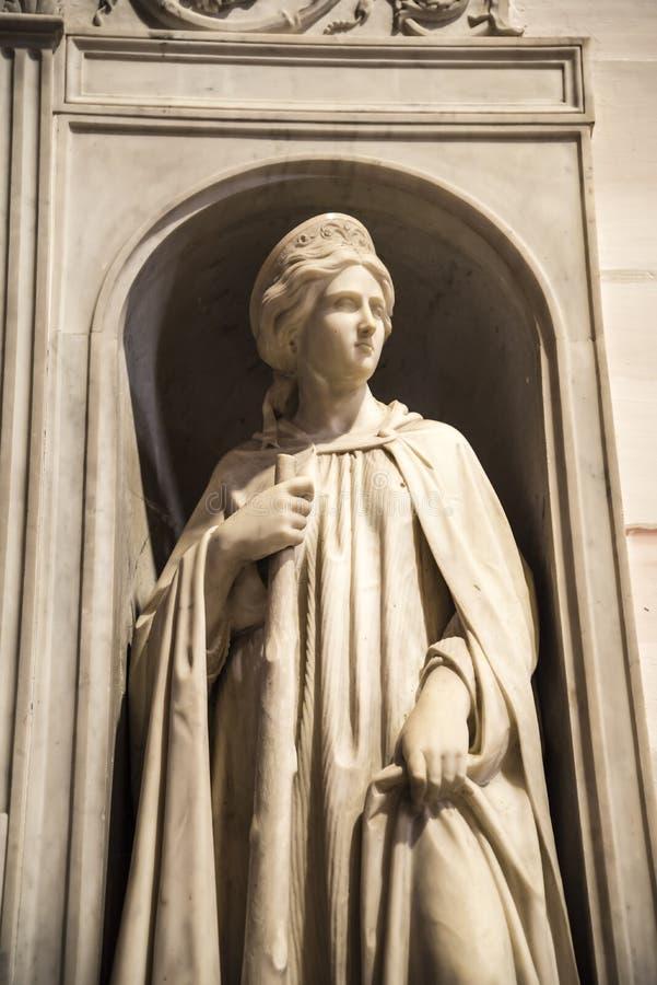 Statua w Oszałamiająco kościół St Andreas w Rzym Włochy zdjęcia royalty free