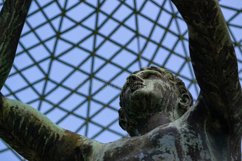 Statua w pergoli pałac SansSouci, Potsdam, Germany zdjęcia stock