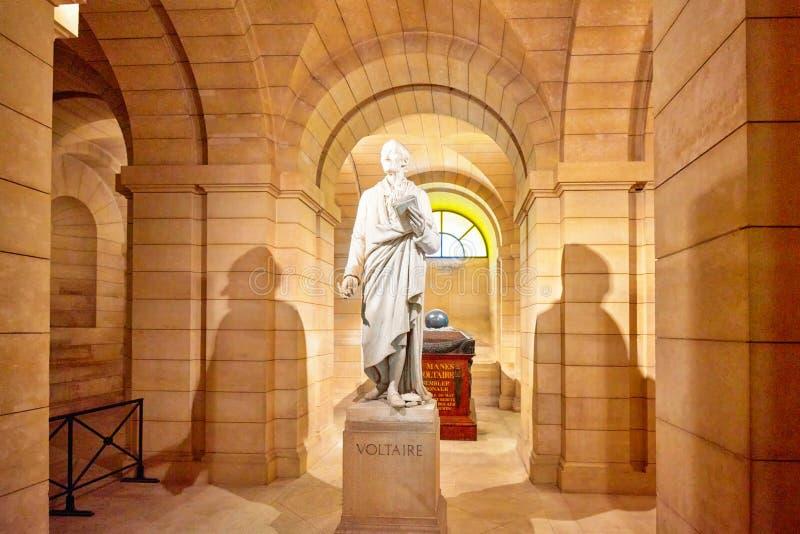 Statua wielki Francuski pisarz - Voltaire w piwnicy ne zdjęcia royalty free