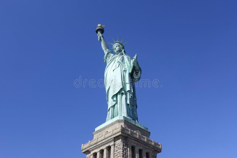 Statua Wolności NYC, usa rozjaśnia niebieskiego nieba tło zdjęcia stock