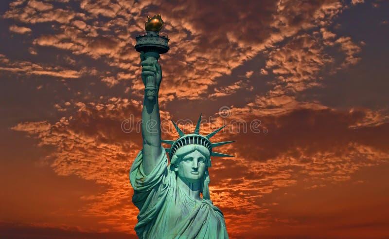 Statua Wolności przy wschodem słońca zdjęcia royalty free
