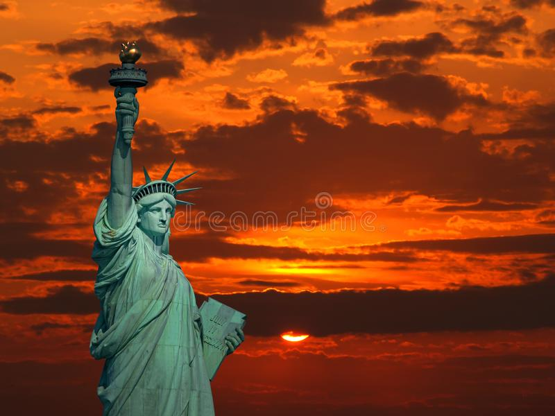 Statua Wolności przy wschodem słońca zdjęcia stock