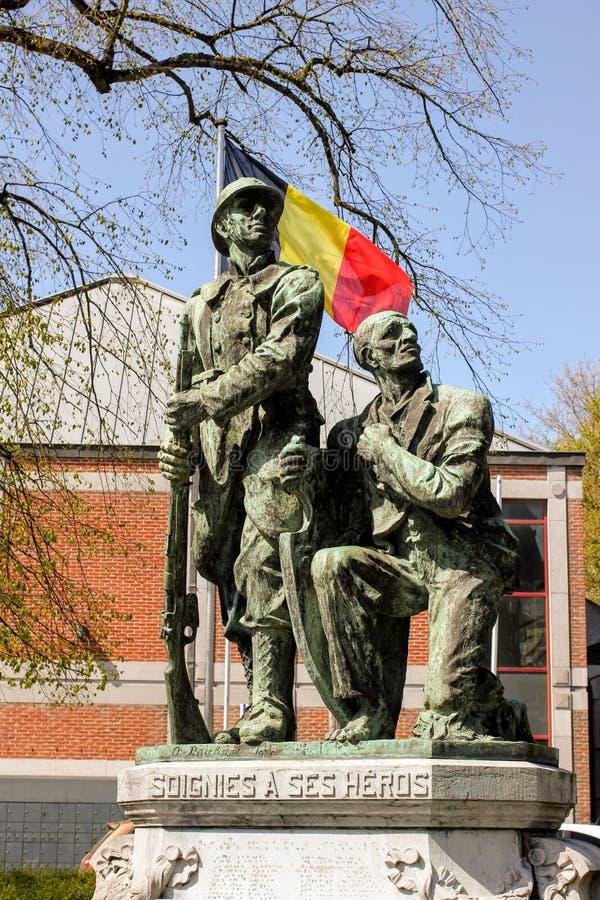 Statua Wyprostowywająca na cześć Spadać żołnierzy w Soignies Belgia zdjęcia royalty free