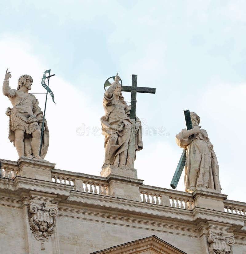 statua Wzrastająca nad Świątobliwa Peters bazylika w jezus chrystus obraz royalty free