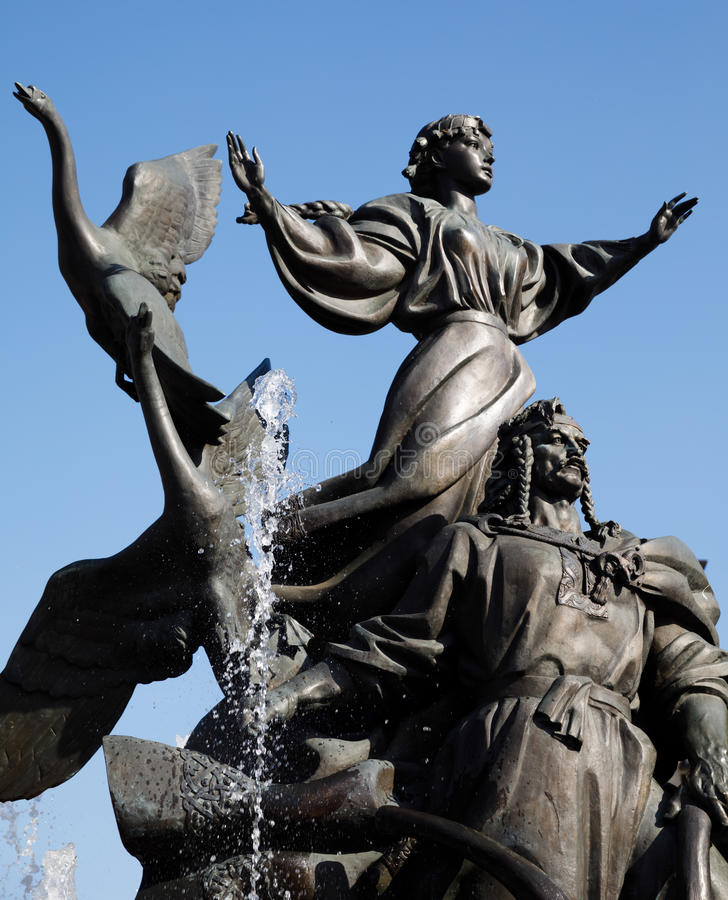 Statua założyciele Kijów przy niezależność kwadratem zdjęcie royalty free