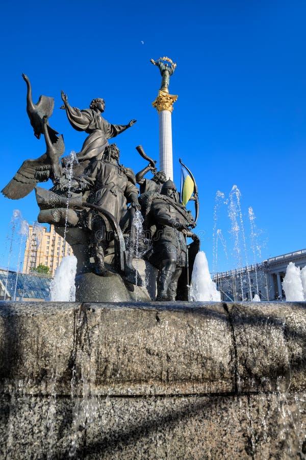 Statua założyciele Kijów przy niezależność kwadratem obraz stock
