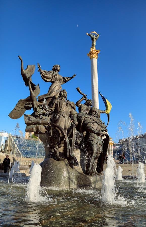Statua założyciele Kijów przy niezależność kwadratem zdjęcia royalty free