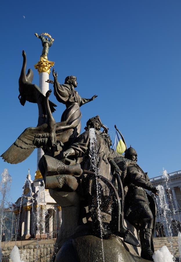 Statua założyciele Kijów przy niezależność kwadratem fotografia stock
