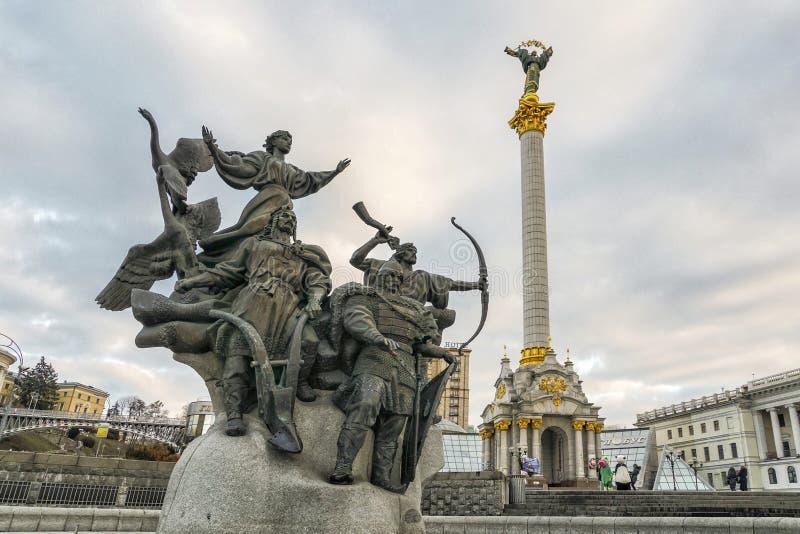 Statua założyciele Kijów przy niezależność kwadratem w Kijów, Ukrai fotografia stock