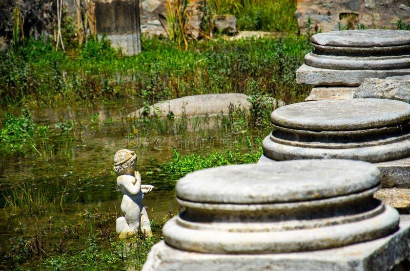 Statua zabytek przy ruinami Dion Archeological miejsce, Macedonia, fotografia stock