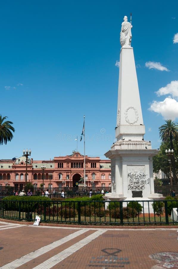 Statue à Plaza de Mayo photographie stock