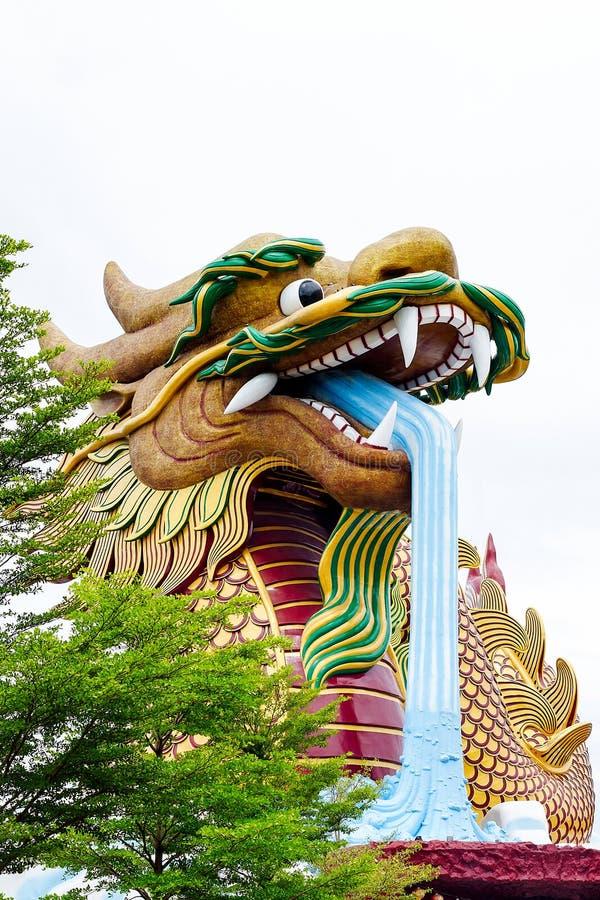 Statue énorme de dragon image stock