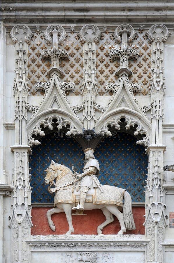 Statue équestre de Ludwig la 12ème au château dans Blois photos libres de droits