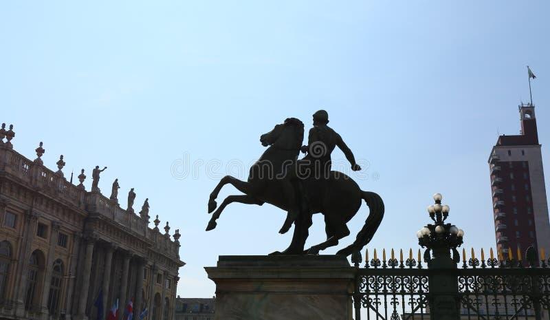 Statue équestre devant Royal Palace, Turin, Italie photo libre de droits