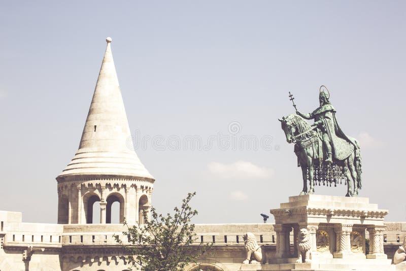 Statue équestre du Roi Saint Stephen dans la place de trinité image libre de droits