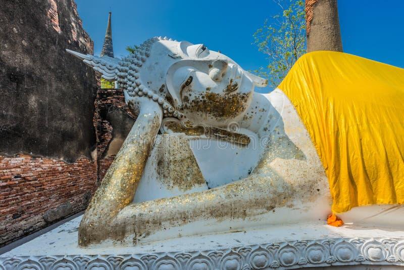 Statue étendue Wat Yai Chai Mongkhon Ayutthaya Bangkok de Bouddha image stock