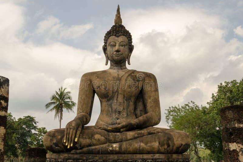 Statue antique de Bouddha dans Sukhothai photos libres de droits