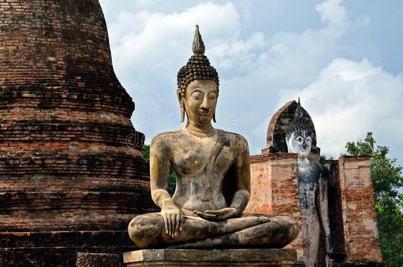 Statue antique de Bouddha dans Sukhothai images stock