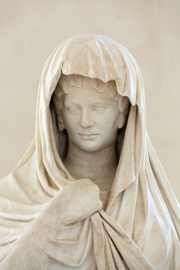 Statue antique de femme dans les bains de Diocletian (Thermae Diocletiani) à Rome photo stock