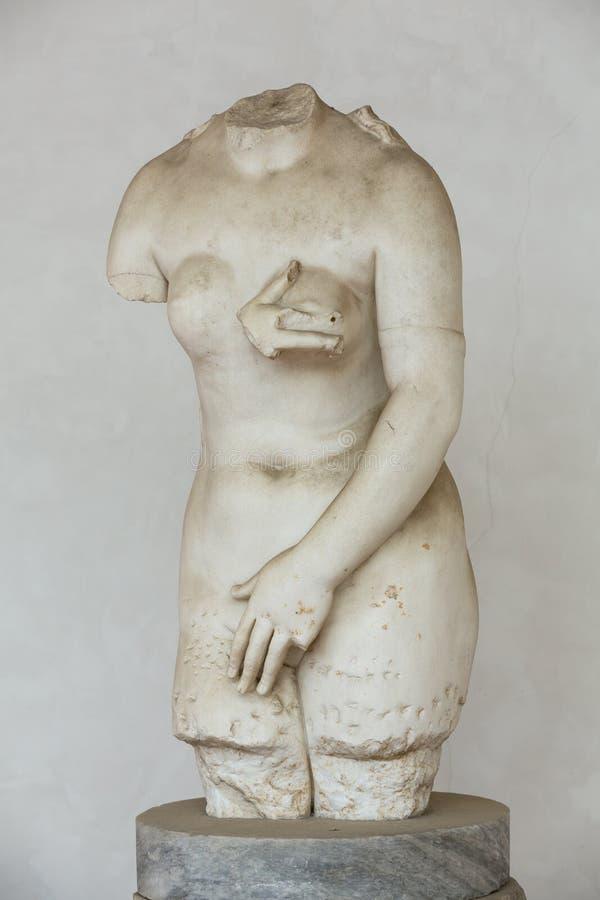 Statue antique de femme dans les bains de Diocletian Thermae Diocletiani à Rome image libre de droits