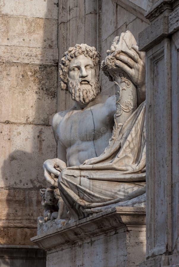 Statue antique du Tibre de rivière à Rome photo stock