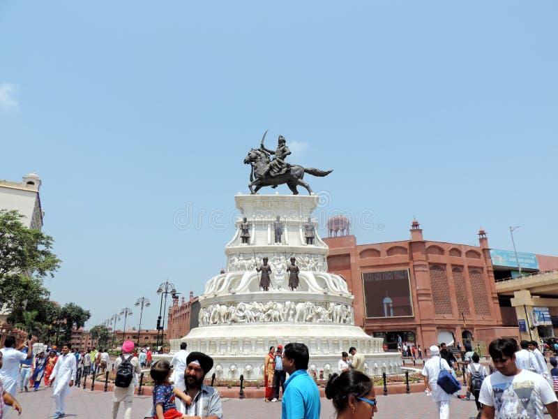 Statue außerhalb des goldenen Tempels, Amritsar, Indien lizenzfreie stockbilder