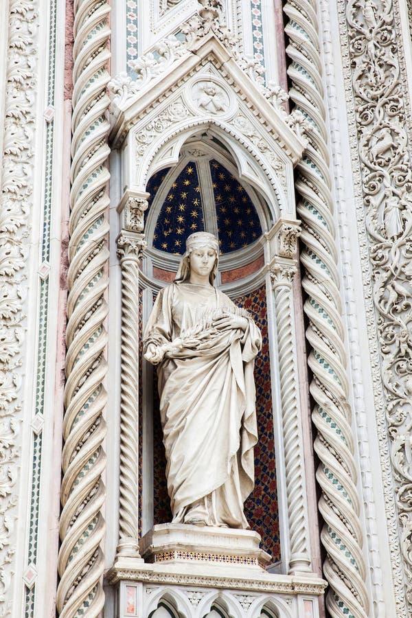 Statue auf der Fassade Florence Cathedrals nannte formal Cattedrale-Di Santa Maria del Fiore widmete im Jahre 1436 stockbild