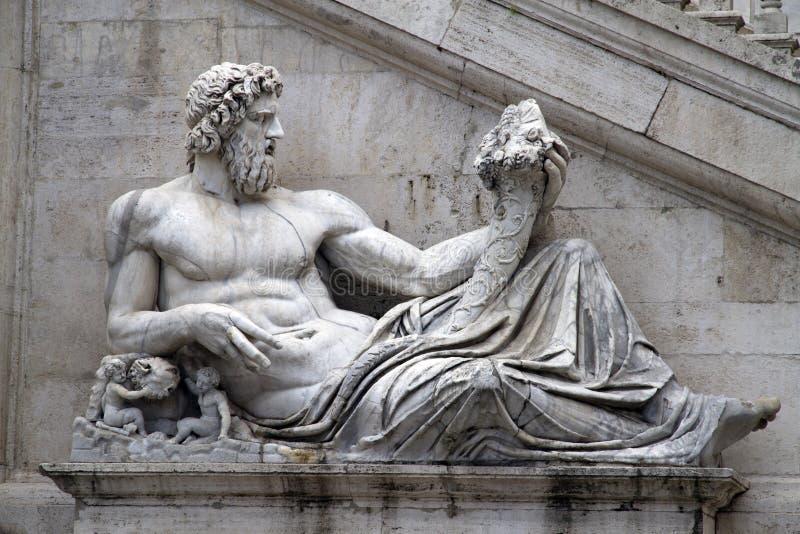 Statue auf Piazza Del Campidoglio, Rom stockbilder