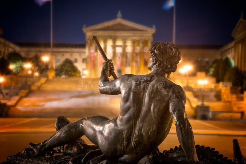 Statue avec le Musée d'Art de Philadelphie photographie stock libre de droits