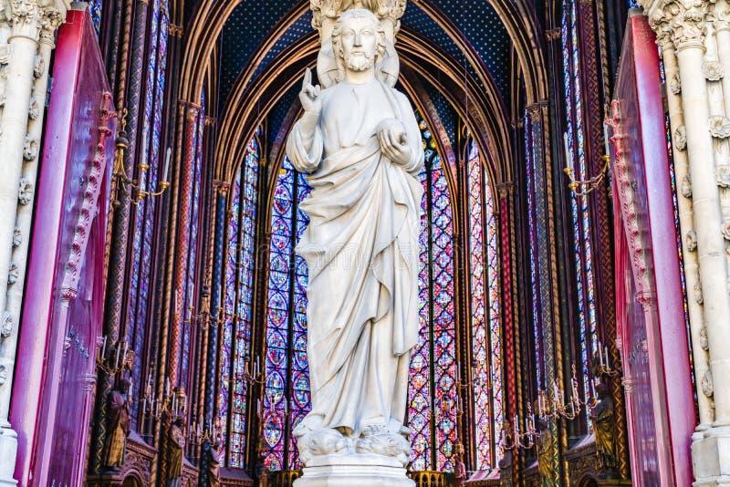 Statue am Balkoneingang in die heilige Kapelle in Paris, Franc stockfoto