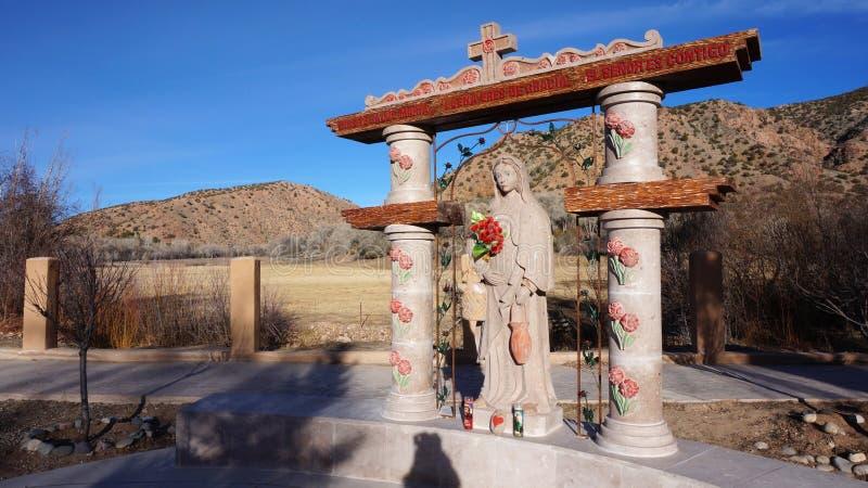 Statue bei El Santuario de Chimayo in Chimayo, New Mexiko stockfotografie