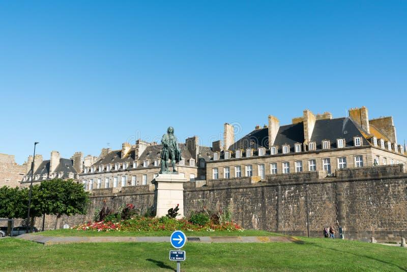 Statue of Betrand-Francois Mahe de la Bourdonnais with Saint-Malo city walls behind stock photos