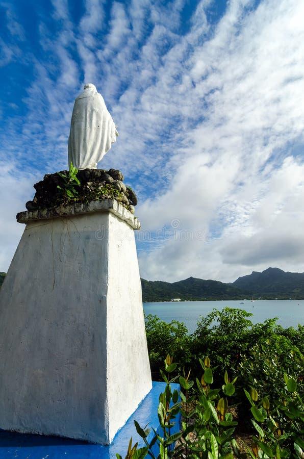 Statue blanche de vierge marie photo stock image du bleu for Statue vierge marie pour exterieur
