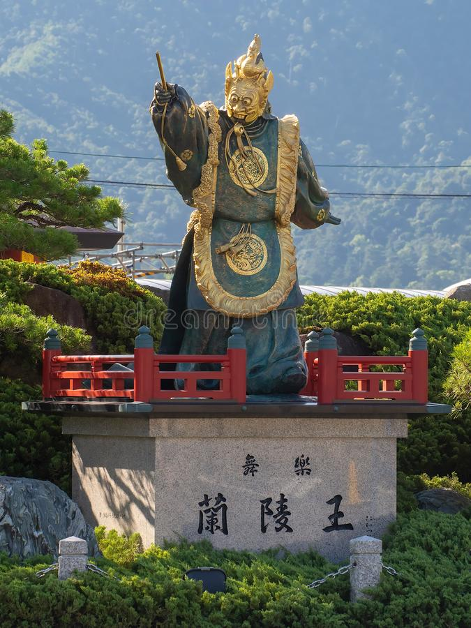 Statue Bugaku Ranryoo der Tänzer, Miyajimaguchi, Japan stockbilder