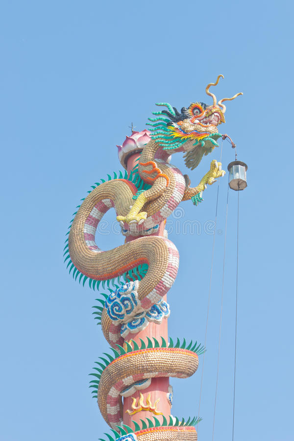 Download Statue chinoise de dragon photo stock. Image du pôle - 76083012