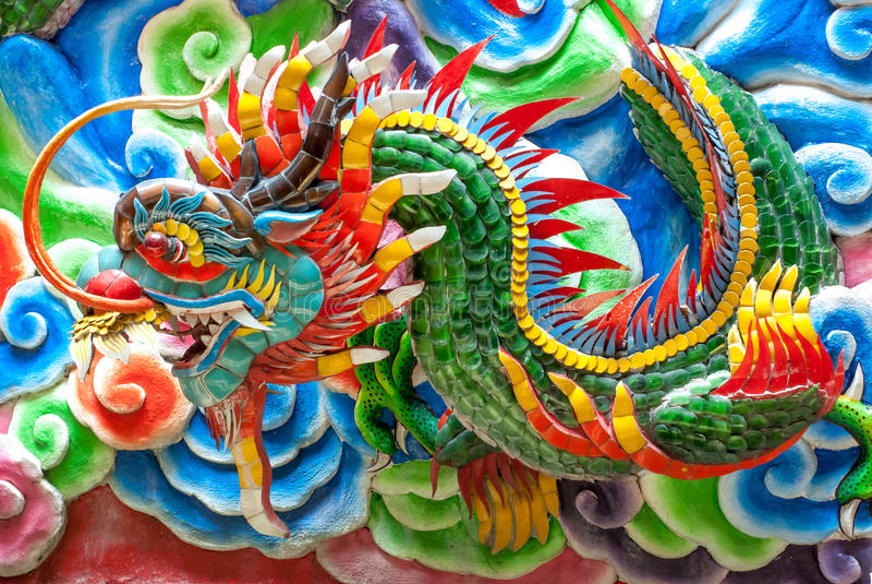 Statue chinoise de dragon au mur du temple, Thail images libres de droits
