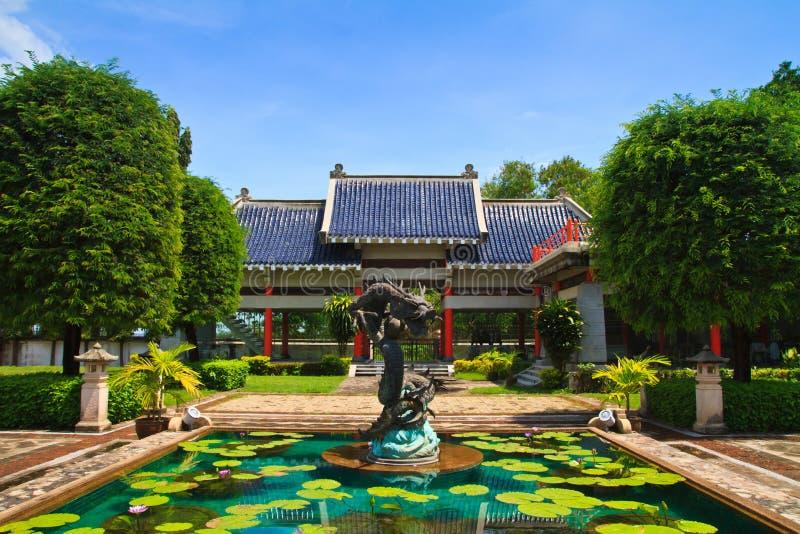 Statue chinoise de dragon dans le temple chinois image libre de droits