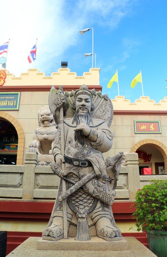 Statue cinesi di mitologia in tempio cinese fotografie stock