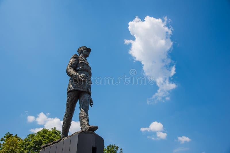 Statue Clemenceau en place de Charles de Gaulle vu de dessous images libres de droits