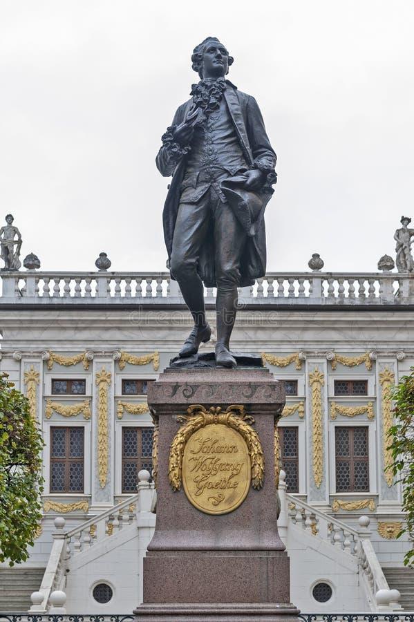 Statue comm?morative de Johann Wolfgang von Goethe devant la bourse des valeurs d'anciennes actions ? la plaza de Naschmarkt ? Le images libres de droits