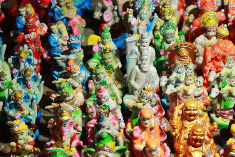 Statue décorée d'un dieu dans un magasin image stock
