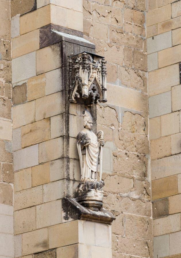 Statue décorative décorant le mur de l'église noire dans le Brasov image libre de droits