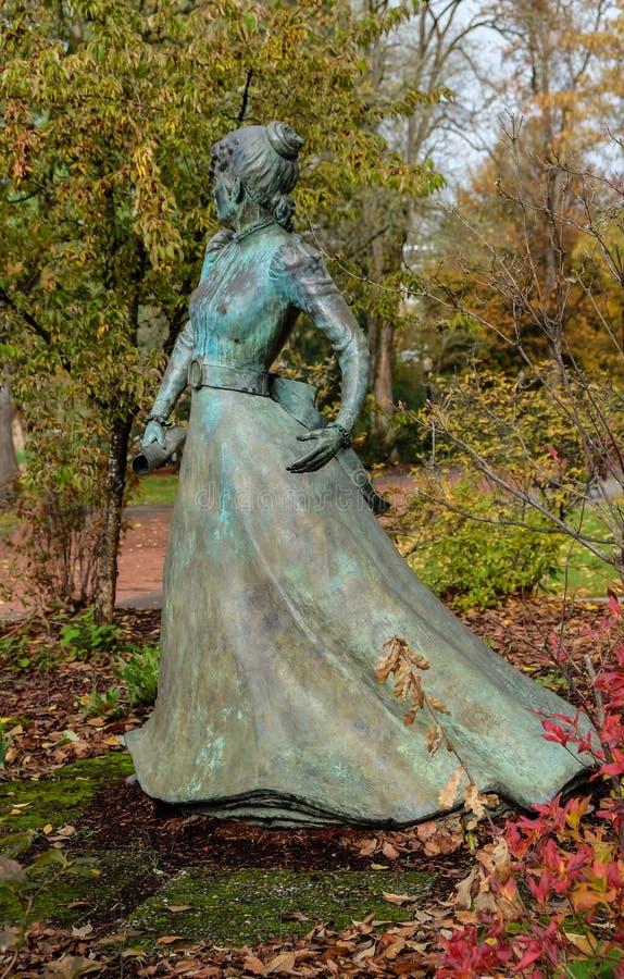 Statue d'Alice E Biddle, première femme à recevoir un diplôme d'Orégon S image stock