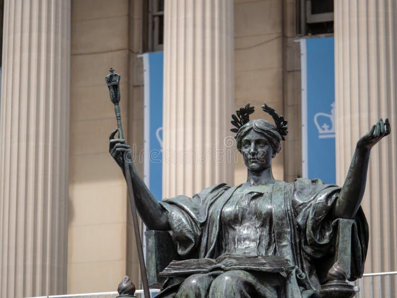 Statue d'Alma Mater en dehors de bibliothèque d'Université de Columbia images libres de droits