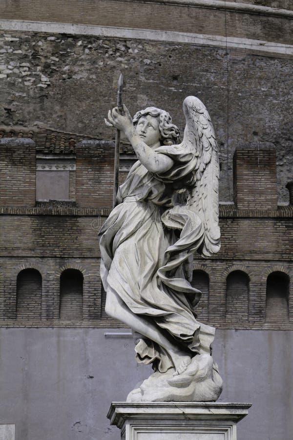 Statue d'ange avec la lance image libre de droits