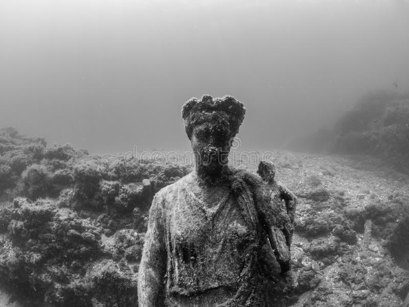 Statue d'Antonia Minor dans Claudio's Ninfeum sous-marin, archéologie image stock